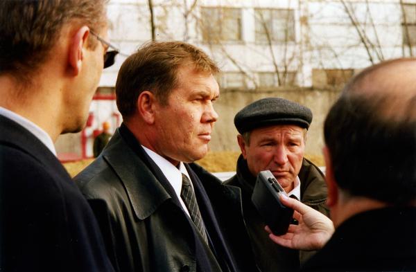 Александр Лебедь на полигоне струнного транспорта Юницкого в Озёрах