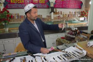 Продавец ножей