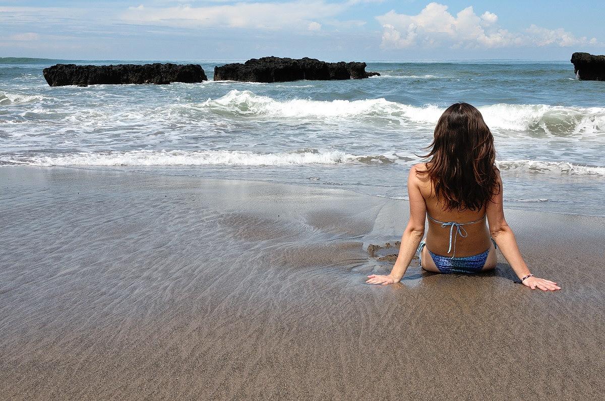 Фото мини бикини на пляже 23 фотография