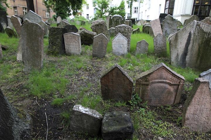 Jewish-cemetery-Prague