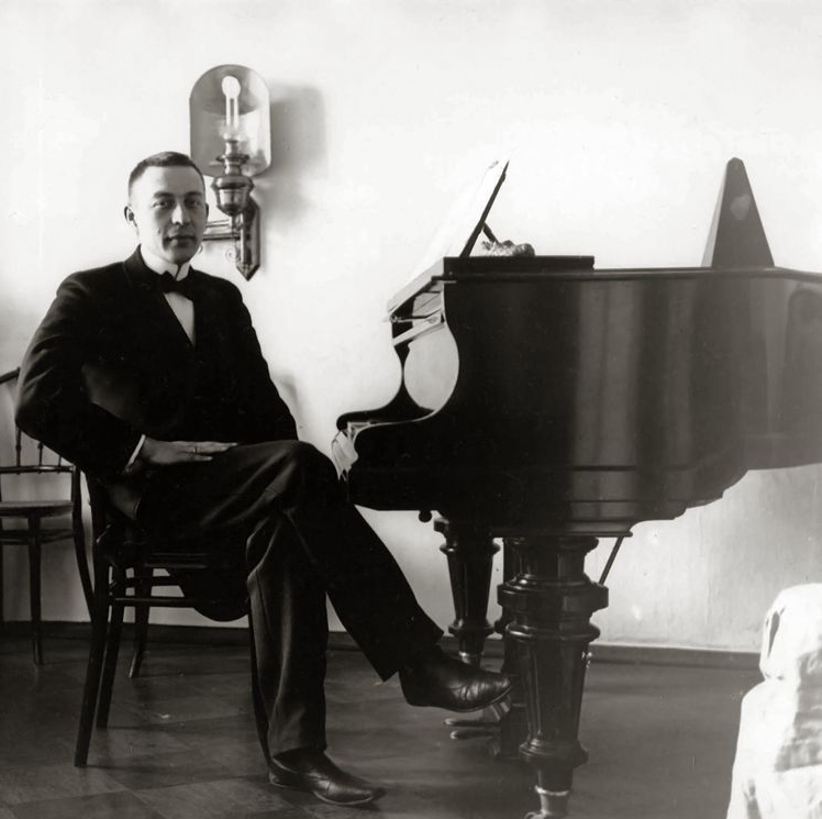 Sergei_Rachmaninoff_1910s