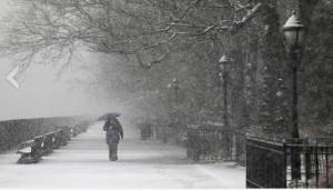 NY Pedestrian in snow 2013