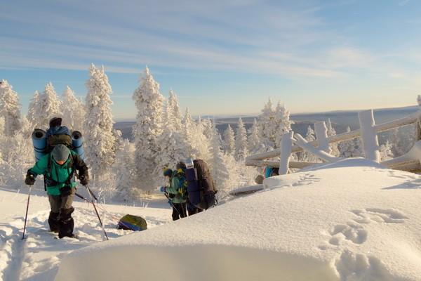 подъем на хребет Уреньга с санями в лыжном походе