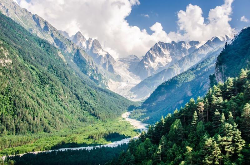 долина ледника Караугом.jpg