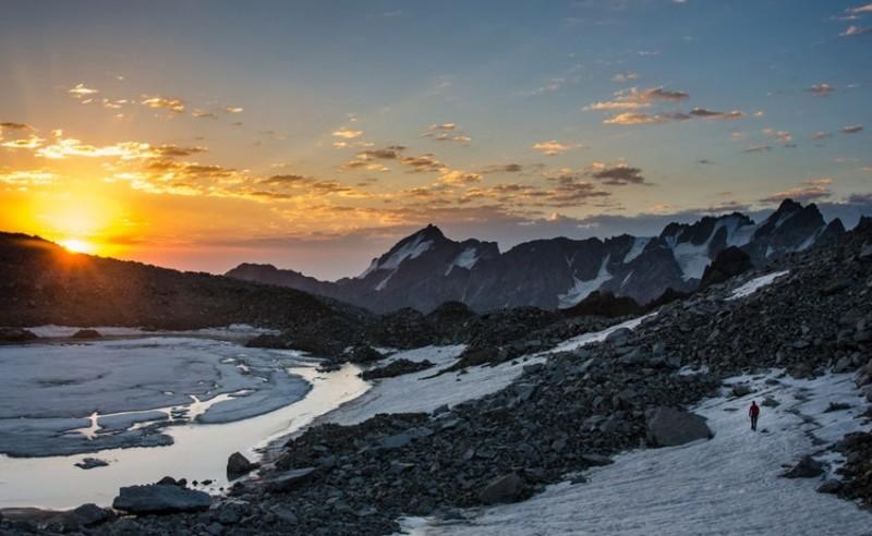рассвет на озере на леднике Скаттиком