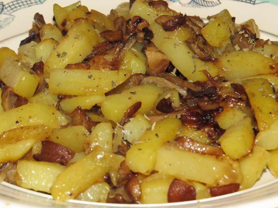 жареная картошка с грибами с салом
