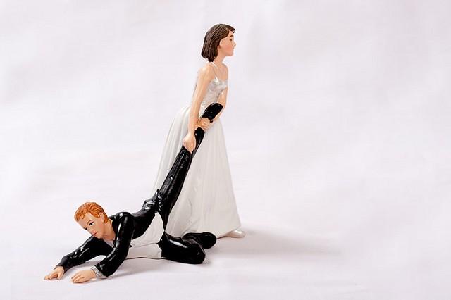 Disneys-Mickey-Minnie-Proposal-Wedding-Cake-Topper-Figurine-Lenox-image