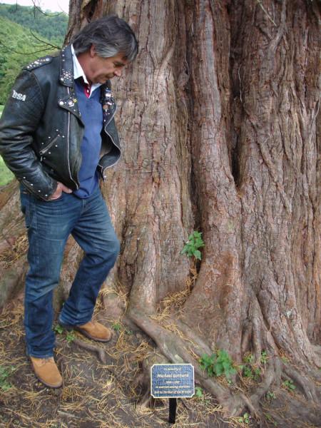 AotB event 2010: Oliver Tobias with plaque