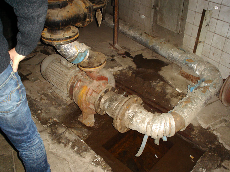 Насос системы вентиляции и кондиционирования работает еще со времен СССР