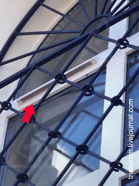 Наружные козырьки AS фирмы Аэрэко на окнах церкви