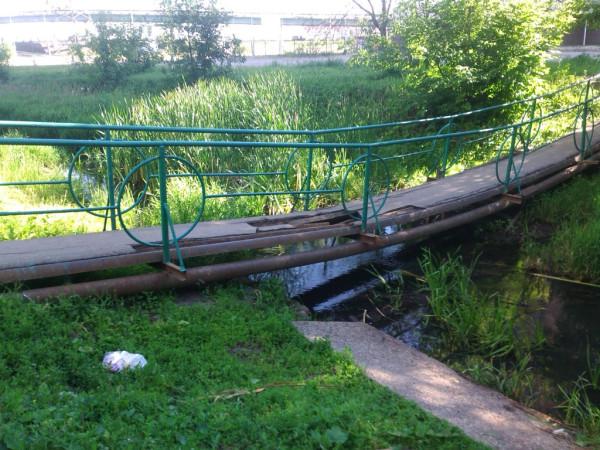 painted_bridge_is_falling_down