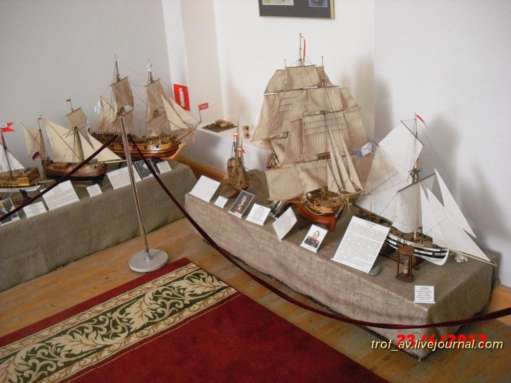 Выставка моделей кораблей, выполненных из оригинальных материалов