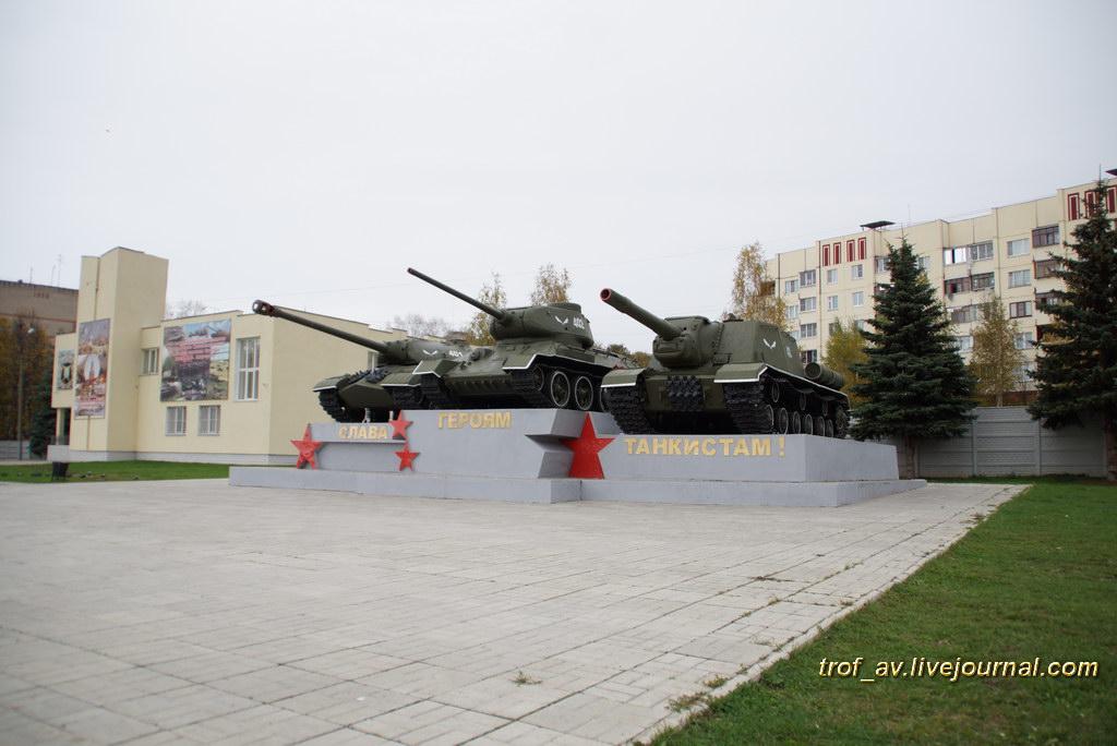 Памятник Героям-танкистам у КПП в бывшую Кантемировскую дивизию