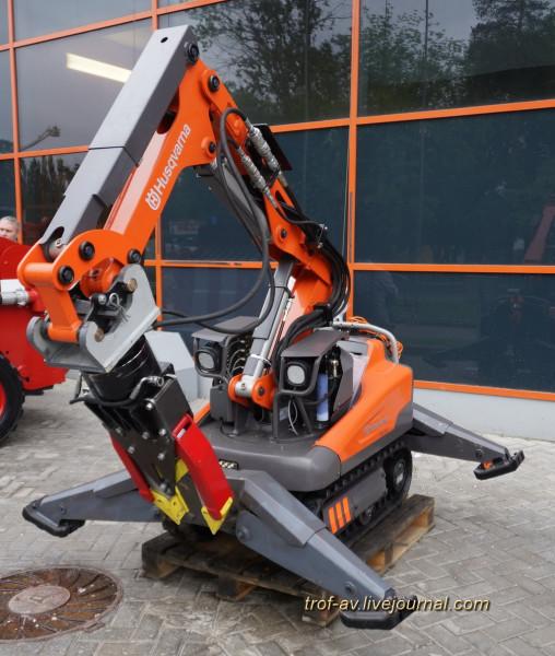 Дистанционно управляемый робот HUSQVARNA DXR140 фирмы Husqvarna (Швеция)