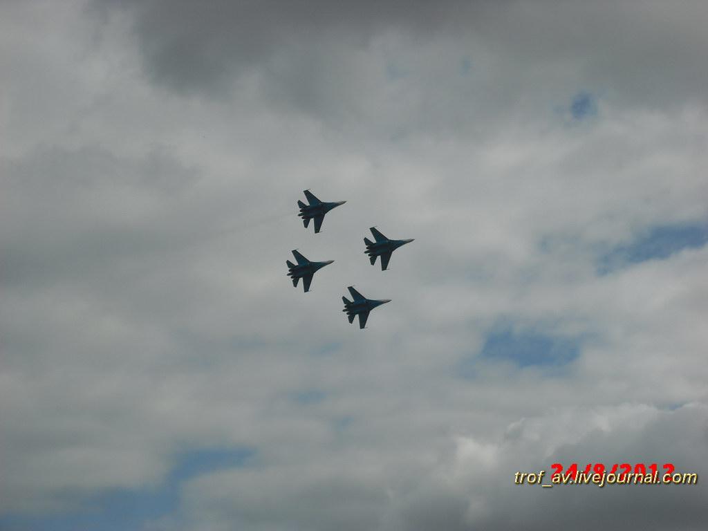 Демонстрационные полеты пилотажной группы