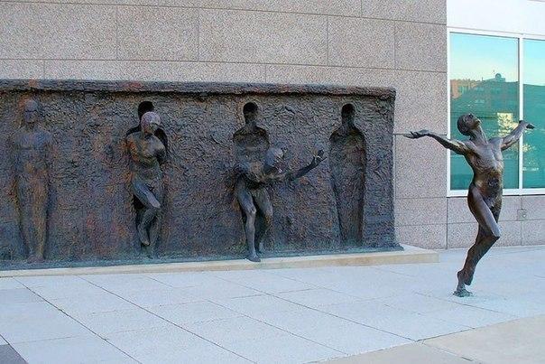 (скульптура Свобода, Филадельфия, США)