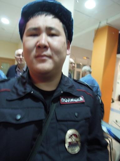 полиция_не_пускает_в_зал