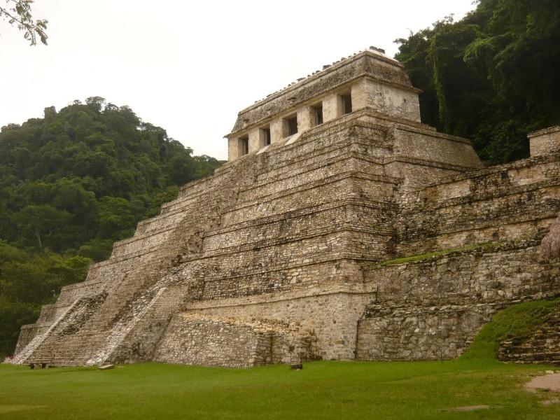 Храм надписей - гробница царя майя или могила древнего пилота?