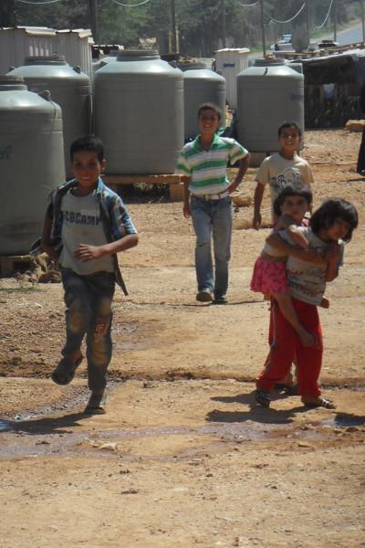 Дети из лагеря беженцев
