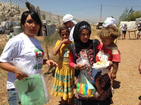 Раздача подарков в лагере