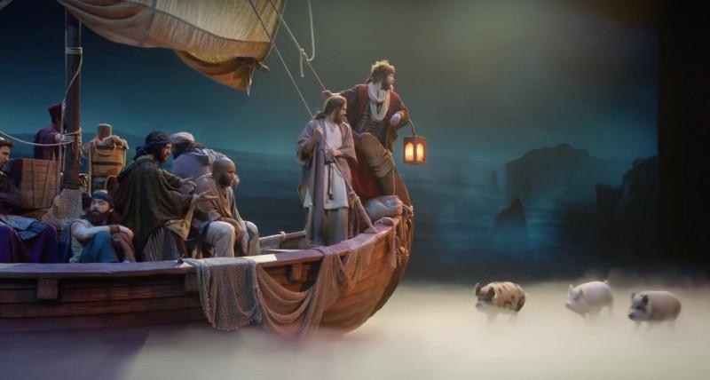 Христос с учениками прибыл в землю Гадаринскую. Это настоящие свиньи бегут перед ними по театру.