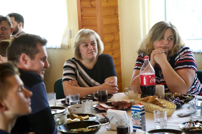 Справа: Бухгалтер редакции Анна Чеб