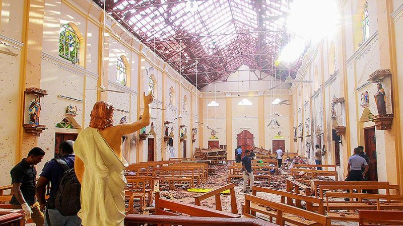 Католический храм в котором произошел теракт. В центре статуя Иисуса Христа.