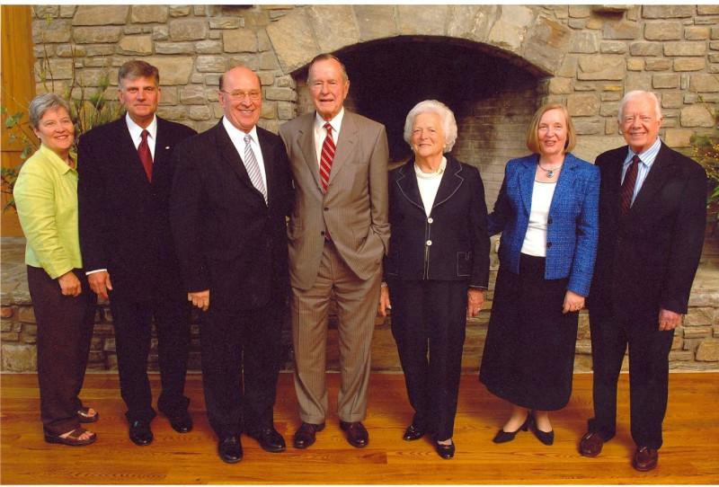 С Франклином Грэмом, Джорджем Бушем, Джимми Картером и их женами