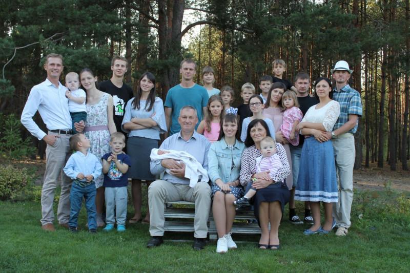 Михаил и Людмила с детьми и их семьями