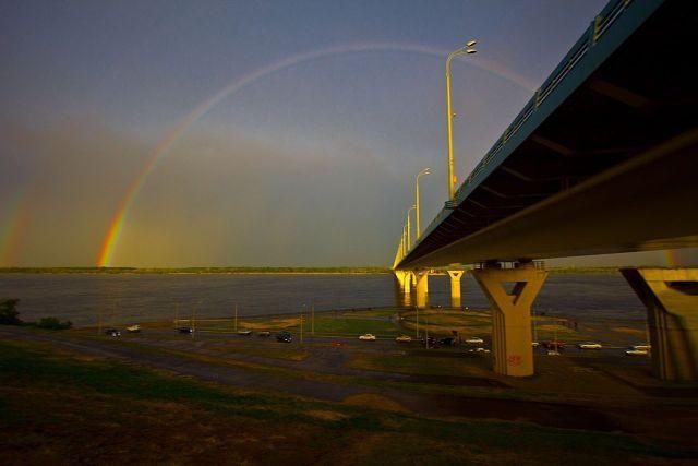 радуга над мостом