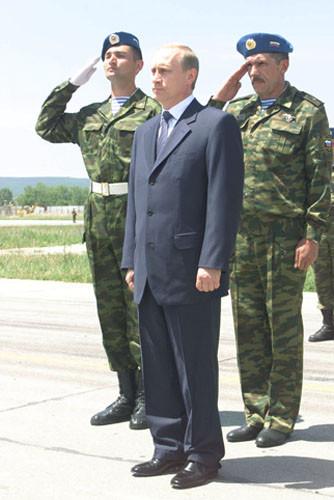 Vladimir_Putin_in_Serbia_16-17_June_2001-7