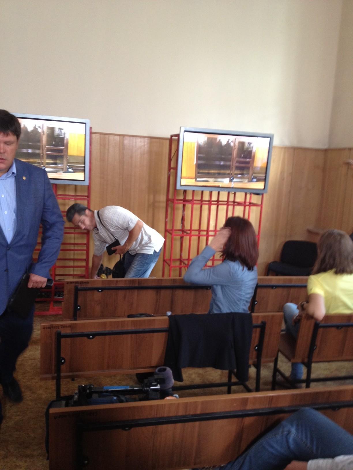 зал для работы СМИ, куда вялась прямая трансляция судебного заседания