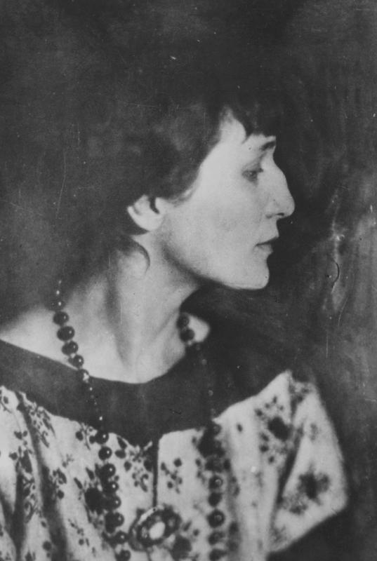 К 100-ю казни Гумилева: Я не трушу, я спокоен, я — поэт, моряк и воин, не