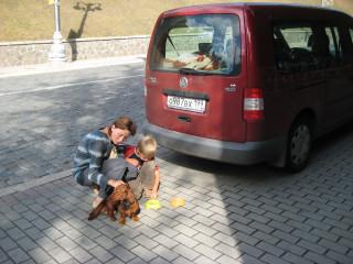 Жена Наталья Земская с сыном Иваром и собакой Глорией в Киеве - автопробег лето 2008