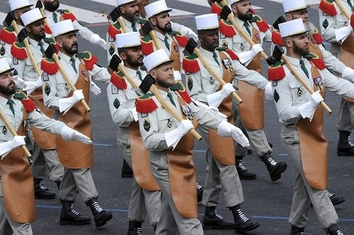 саперы Французского Иностранного Легиона в традиционной парадке