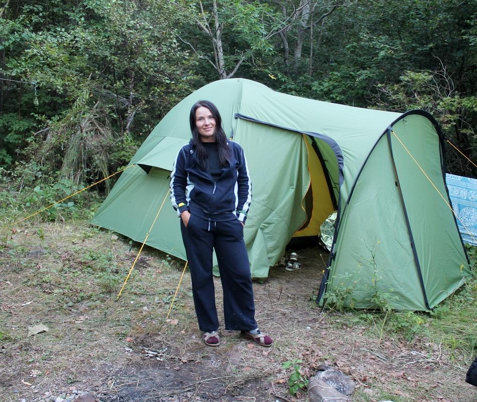 Юля и палатка