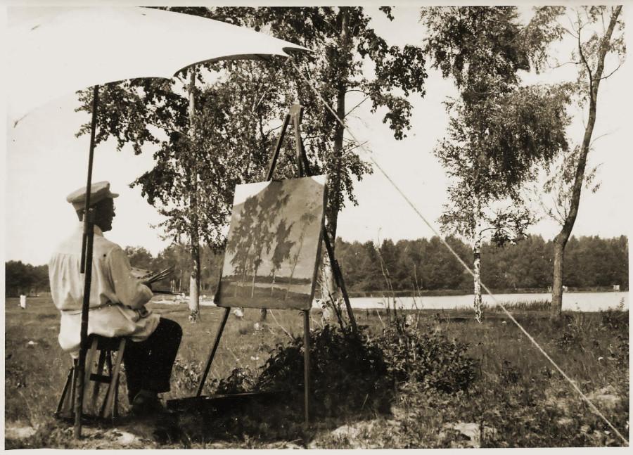 Игорь Эммануилович Грабарь пишет картину на берегу Белого озера