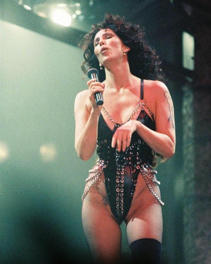 Шер во время ее тура Love Hurts (1992)