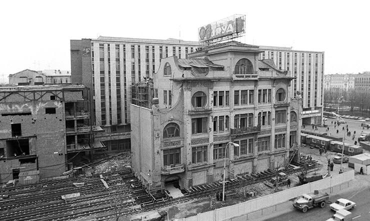 Начало передвижки здания редакции газеты «Труд», 1979 год, Москва