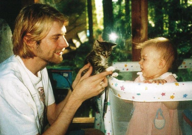 Папа, доча и маленькая кисонька