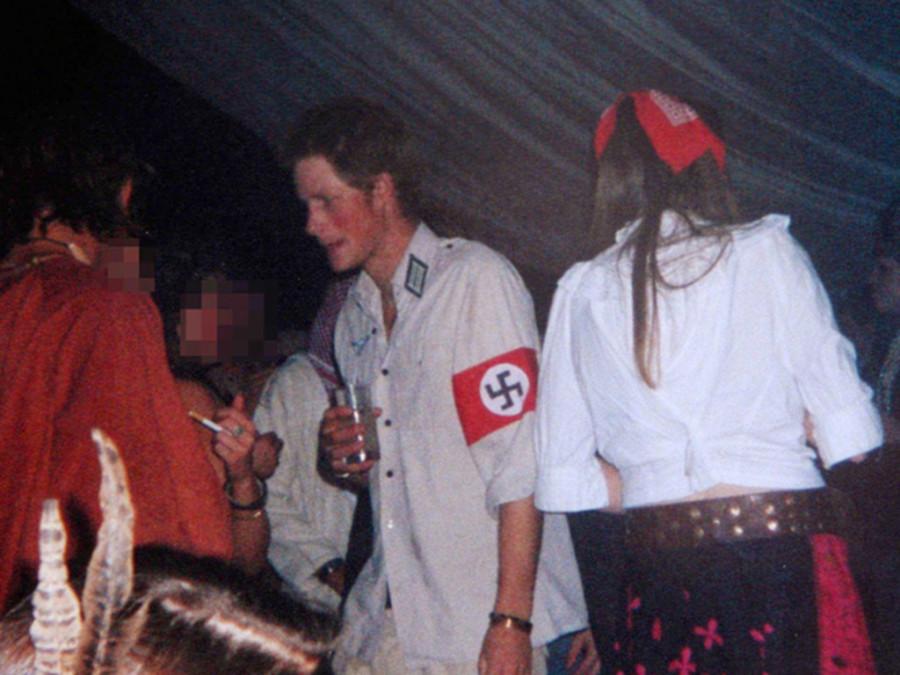 Принц Гарри на маскараде 2005 год