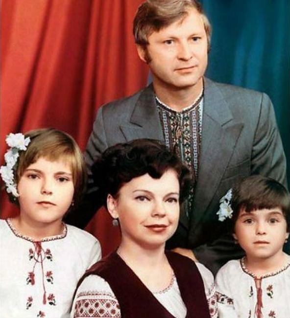 Наташа Королёва (Порывай) с родителями и сестрой Ириной, 1979 год, Киев