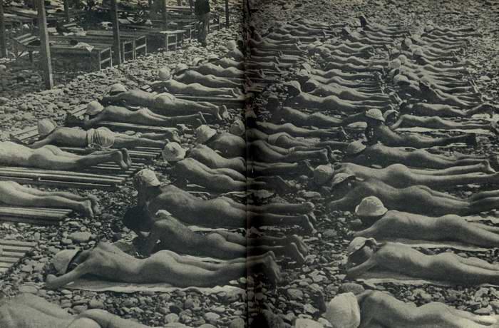 """Пионеры загорают в лагере """"Артек"""" в 1940 годе"""