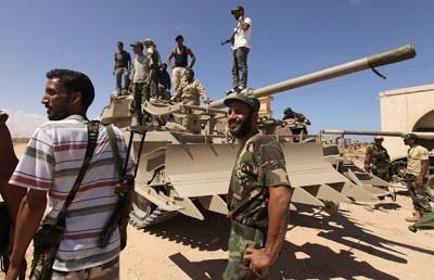 Первое фото сделано 08.09.2011 в Эль-Ханфузе, к востоку от Сирта