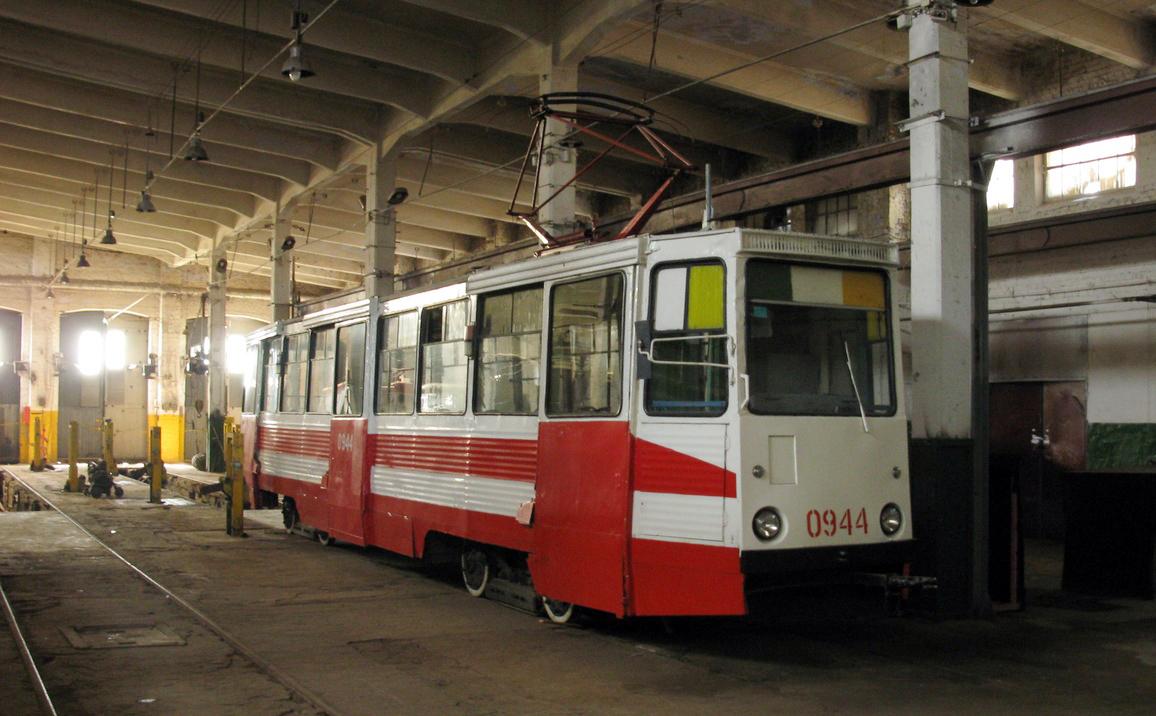 Музейный трамвай КТМ остался без контактной сети. © Руслан Баянов