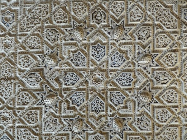 800px-Alhambra_wall_10_(6859744634)