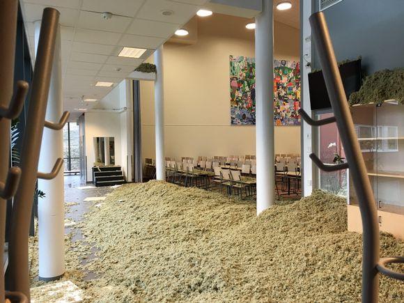 Loviisa Harjurinteen koulu romahtanut sisäkatto