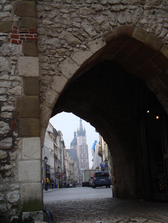 krakow-Florianskie-vorota-stariy-gorod