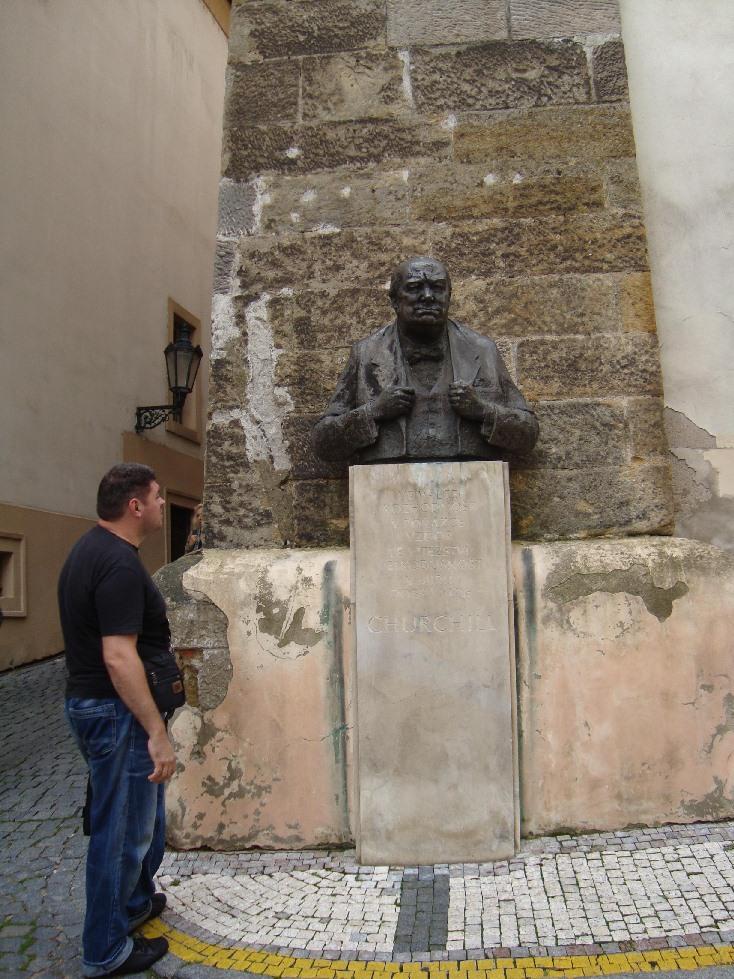 Praga-Cherchel-pamyatnik-le-monument