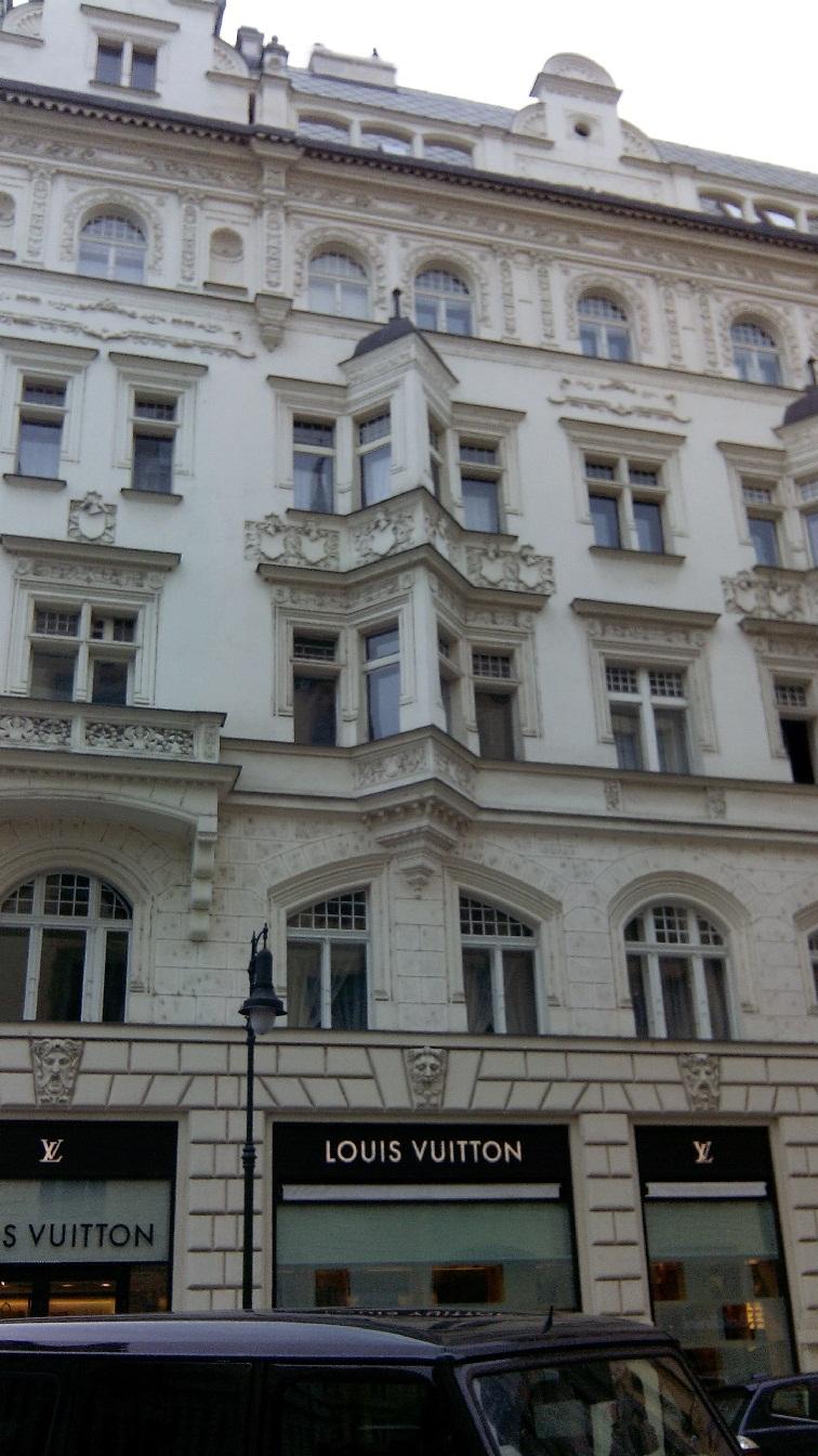 praga-jusof-butiki-Louis-Vuitton